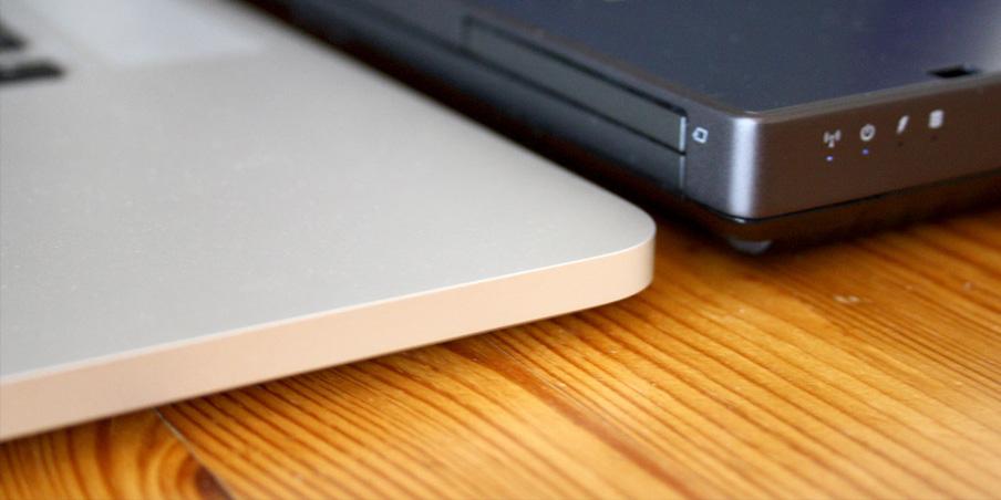 ako sa vám pripojiť dva monitory na MacBook Pro